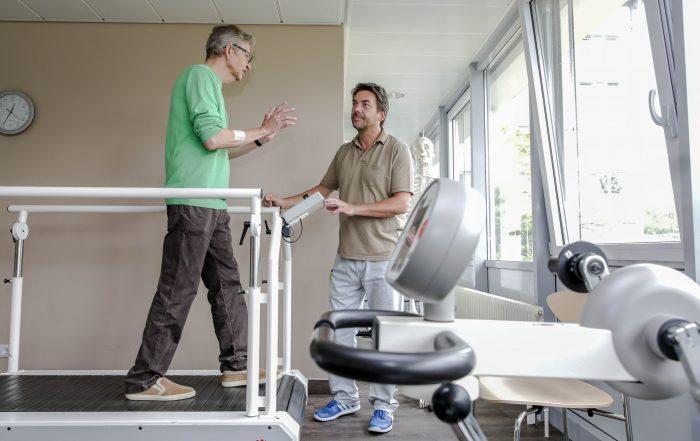 Auf-dem-Laufband-verbrachte-Reha-Patient-Thomas-Pfundtner-viele-Stunde.-So-wurde-er-schneller-als-erwartet-wieder-fit